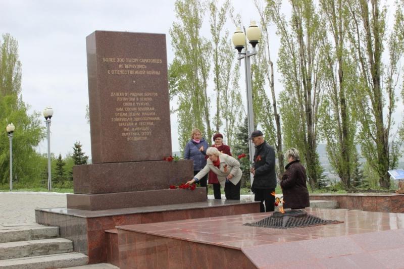 Ветераны Балаковской АЭС посетили парк Победы в г.Саратове_result (12).JPG